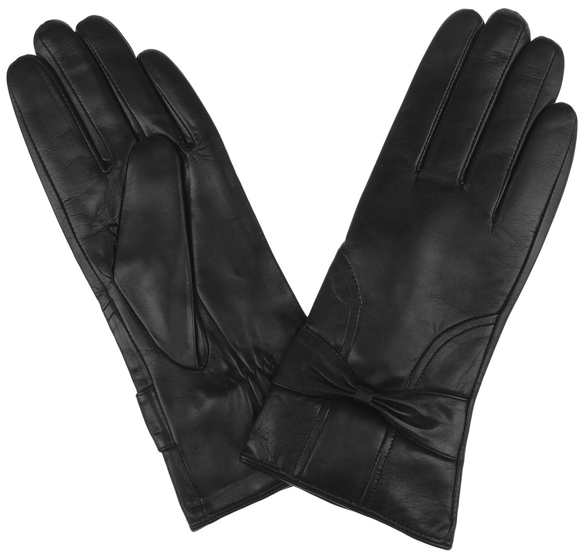 Перчатки женские. 9.129.12-1 blackСтильные женские перчатки Fabretti станут достойным элементом вашего стиля и сохранят тепло ваших рук. Перчатки выполнены из чрезвычайно мягкой эфиопской перчаточной кожи ягненка, а их подкладка - из шерсти с добавлением кашемира. С лицевой стороны манжеты оформлены прострочкой и декоративными бантиками. Тыльная сторона оснащена резинкой для оптимальной посадки модели на руке. Создайте элегантный образ и подчеркните свою яркую индивидуальность новым аксессуаром!
