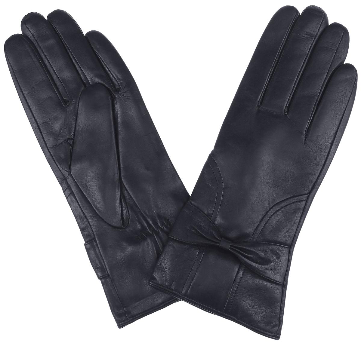 Перчатки9.12-1 blackСтильные женские перчатки Fabretti станут достойным элементом вашего стиля и сохранят тепло ваших рук. Перчатки выполнены из чрезвычайно мягкой эфиопской перчаточной кожи ягненка, а их подкладка - из шерсти с добавлением кашемира. С лицевой стороны манжеты оформлены прострочкой и декоративными бантиками. Тыльная сторона оснащена резинкой для оптимальной посадки модели на руке. Создайте элегантный образ и подчеркните свою яркую индивидуальность новым аксессуаром!
