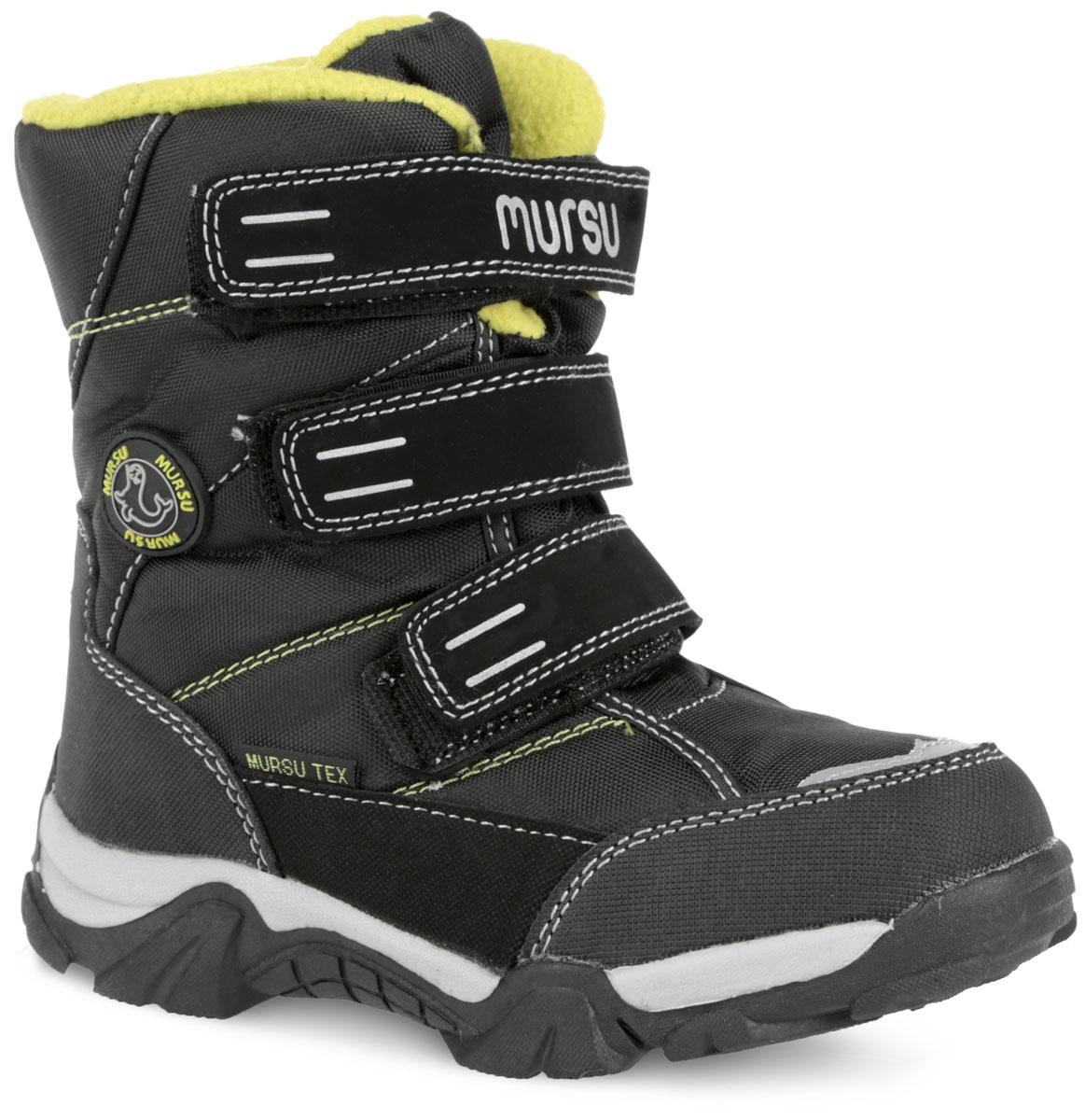 Ботинки для мальчика. 21040022104002Модные ботинки от Mursu покорят вашего мальчика с первого взгляда. Модель выполнена из текстиля со вставками из искусственной кожи. Вдоль ранта модель оснащена защитными вставками. Три ремешка на застежках-липучках, расположенные поверх язычка изделия, надежно фиксируют обувь на ноге. Подкладка и стелька, выполненные из искусственной шерсти, согреют ножки в холодную погоду. Светоотражающие вставки увеличивают безопасность вашего ребенка. Подошва с рельефным протектором гарантируют идеальное сцепление с любыми поверхностями. Удобные ботинки - необходимая вещь в гардеробе каждого ребенка.
