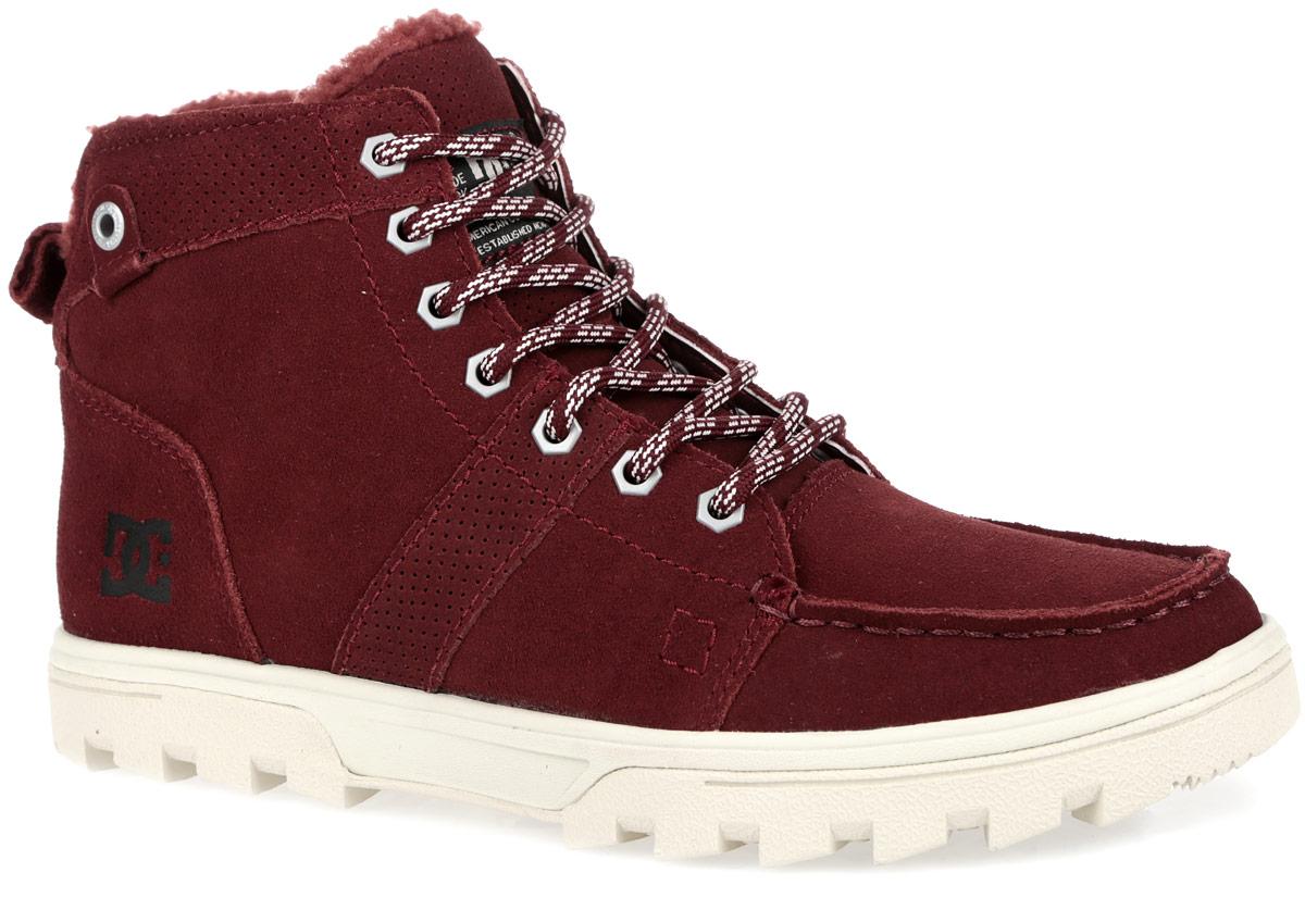 Ботинки мужские Woodland. 303241-SYR303241-SYRУльтрамодные мужские ботинки Woodlan от DC Shoes отличный вариант на каждый день. Верх модели выполнен из натуральной замши. Сбоку изделие оформлено фирменным тиснением. Удобная шнуровка надежно фиксирует модель на стопе. Подкладка, выполненная из искусственного меха и текстиля, согреет ваши ноги. Стелька из ЭВА комфортна при ходьбе. На язычке и в области лодыжки кеды дополнены пенным наполнителем. Ярлычок на заднике обеспечивает более удобное обувание модели. Гибкая резиновая подошва с рельефным протектором обеспечивает отличное сцепление с любой поверхностью. В таких ботинках вашим ногам будет комфортно и уютно и вы всегда будете в центре внимания!