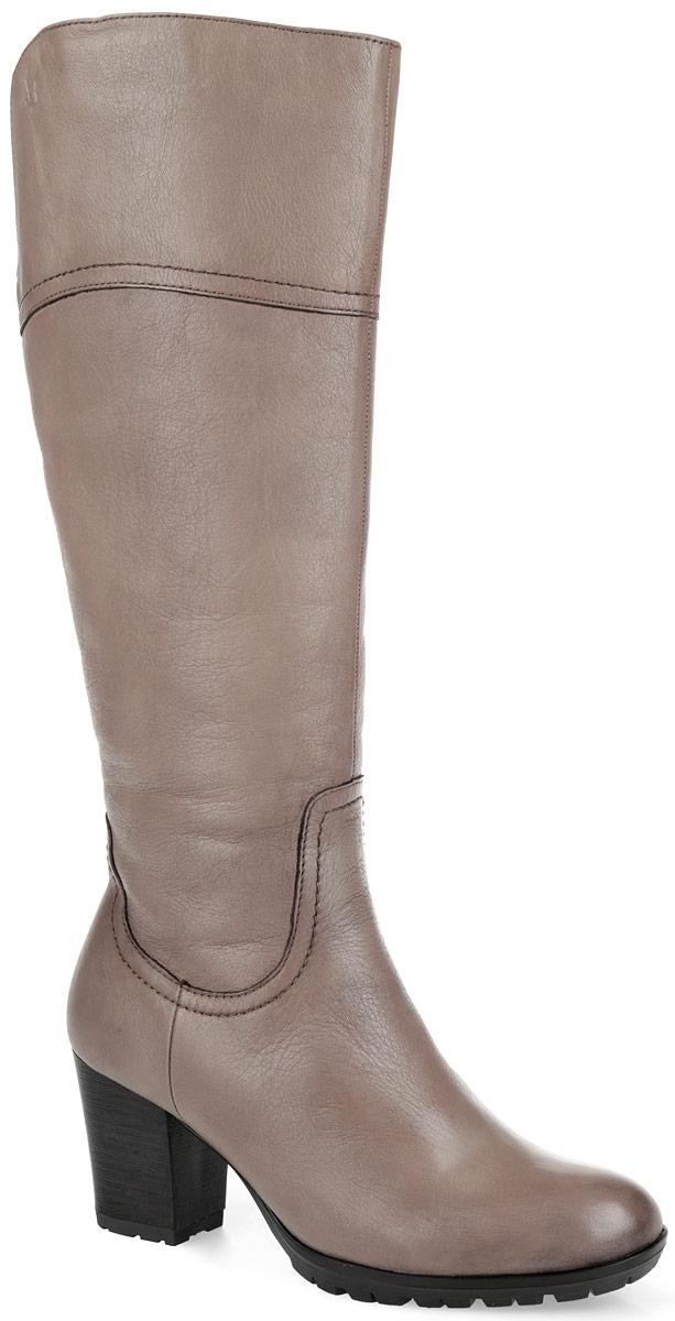 Сапоги женские. 9-9-26543-25-3079-9-26543-25-307Невероятно удобные женские сапоги Caprice - идеальный вариант на каждый день. Модель изготовлена из натуральной кожи и декорирована по верху фактурными швами. Подкладка и стелька OnAir, регулирующая воздухообмен и гарантирующая снижение давления на стопу, из искусственного меха защитят ноги от холода и обеспечат комфорт. Верхняя часть голенища сзади дополнена эластичной вставкой. Сбоку изделие украшено тиснением в виде логотипа бренда. Сапоги застегиваются на застежку-молнию, расположенную на одной из боковых сторон. Высокий каблук, стилизованный под дерево, устойчив. Подошва из резины с рельефным протектором обеспечивает отличное сцепление на любой поверхности. В таких сапогах вашим ногам будет уютно и комфортно! Они прекрасно дополнят ваш повседневный образ.