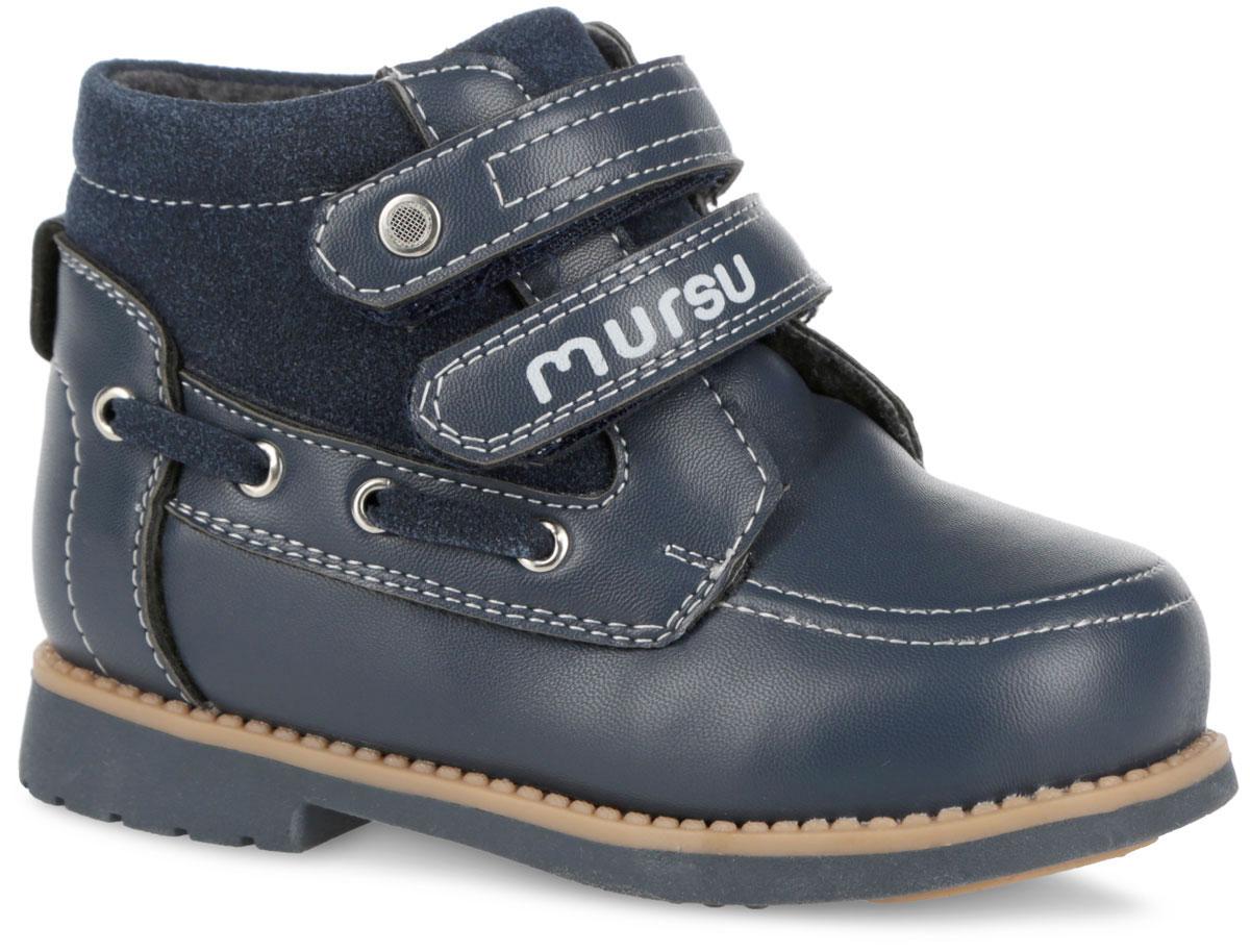 Ботинки для мальчика. 30508023050802Модные ботинки от Mursu покорят вашего мальчика с первого взгляда. Модель выполнена из искусственной кожи со вставкой из искусственной замши. Изделие оформлено контрастной прострочкой и вдоль ранта - декоративными швами. Два ремешка на застежках-липучках, расположенные поверх язычка изделия, надежно фиксируют обувь на ноге. Подкладка и стелька, выполненные из натуральной шерсти, согреют ножки в холодную погоду. Каблук и подошва с протектором гарантируют идеальное сцепление с любыми поверхностями. Удобные ботинки - необходимая вещь в гардеробе каждого ребенка.