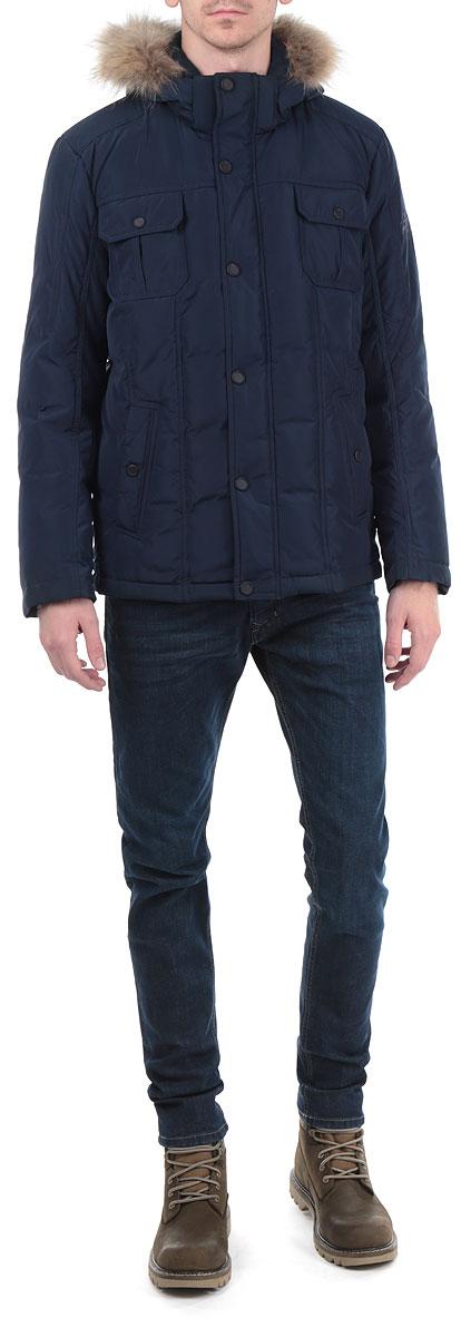 КурткаW15-22014Стильная мужская куртка Finn Flare подчеркнет вашу индивидуальность и обеспечит защиту от всевозможных погодных условий. Куртка со съемным капюшоном, воротником-стойкой и длинными рукавами застегивается на пластиковую застежку-молнию и дополнительно имеет внешнюю ветрозащитную планку на металлических кнопках. Капюшон выполнен с отделкой из натурального меха, которую при желании можно отстегнуть. Подкладка капюшона и верхняя часть подкладки куртки выполнены из 100%-го хлопка. Рукава изделия дополнены трикотажными манжетами, препятствующими проникновению холодного воздуха. Спереди модель дополнена двумя прорезными карманами на застежках-молниях и двумя нашивными карманами на кнопках. С изнаночной стороны имеется прорезной карман на застежке-молнии и два нашивных кармана. Низ изделия дополнен внутренней эластичной резинкой на стопперах. Эта теплая куртка послужит отличным дополнением к вашему гардеробу!