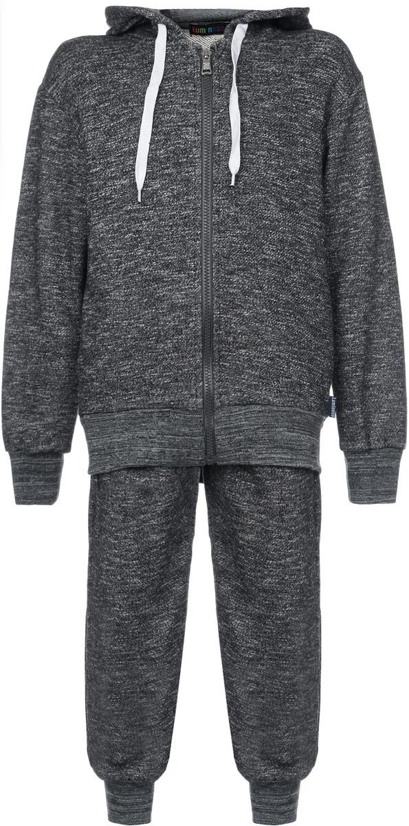 Спортивный костюм для мальчика. 186709186709Стильный спортивный костюм для мальчика Luminoso, состоящий из толстовки и брюк, идеально подойдет вашему ребенку и станет отличным дополнением к детскому гардеробу. Изготовленный из хлопка с добавлением полиэстера, он необычайно мягкий и приятный на ощупь, не сковывает движения и позволяет коже дышать, не раздражает даже самую нежную и чувствительную кожу ребенка, обеспечивая ему наибольший комфорт. Лицевая сторона гладкая, а изнаночная - с небольшими петельками. Толстовка с капюшоном и длинными рукавами застегивается по всей длине на пластиковую застежку-молнию. Капюшон дополнен скрытым контрастным шнурком. Спереди предусмотрены два прорезных кармашка. Понизу изделие дополнено широкой трикотажной резинкой, а на рукавах имеются широкие манжеты, не стягивающие запястья. Спортивные брюки на поясе имеют широкую эластичную резинку, регулируемую шнурком. Низ брючин дополнен широкими трикотажными манжетами. Имеется имитация ширинки. По бокам предусмотрены два втачных...