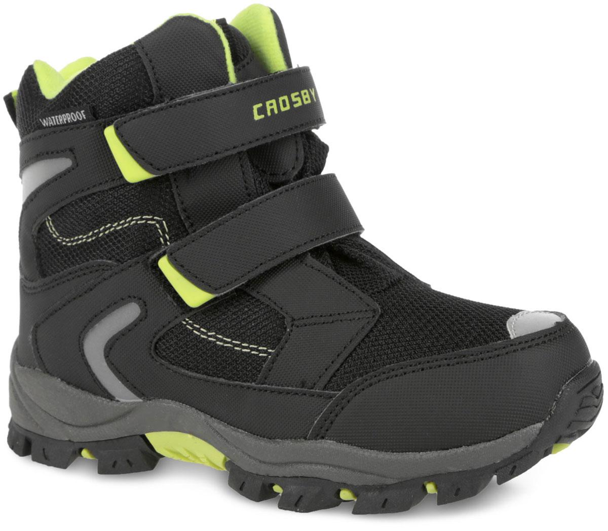 Ботинки для мальчика. 458841/01-01458841/01-01Стильные ботинки от Crosby покорят вашего мальчика с первого взгляда! Модель выполнена из оксфорда и дополнена вставками из искусственной кожи. Мембрана Crosby -Tex не пропускает воду, но в тоже время позволяет ногам дышать. Застегиваются ботинки на два ремешка с липучками, расположенные на подъеме. Подкладка и стелька, выполненные на 30% из натуральной шерсти и на 70% из полиэстера, не дадут ногам вашего ребенка замерзнуть. Текстильный ярлычок на заднике и на язычке, обеспечивает удобное обувание модели. Светоотражающие вставки на ботинках увеличивают безопасность вашего ребенка. Подошва с рельефным протектором защищают изделие от скольжения. Модные ботинки - незаменимая вещь в гардеробе каждого ребенка.