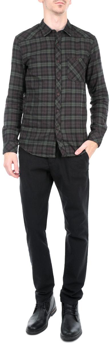 БрюкиSSP2030CAСтильные мужские брюки Top Secret, выполненные из натурального хлопка высочайшего качества, необычайно мягкие и приятные на ощупь, не сковывают движения, обеспечивая наибольший комфорт. Брюки классического кроя и средней посадки застегиваются на пуговицу в поясе и ширинку на молнии, имеются шлевки для ремня. Спереди модель оформлена двумя втачными карманами с косыми срезами, а сзади - двумя нашивными карманами на пуговицах. Эти модные и в тоже время комфортные брюки послужат отличным дополнением к вашему гардеробу.