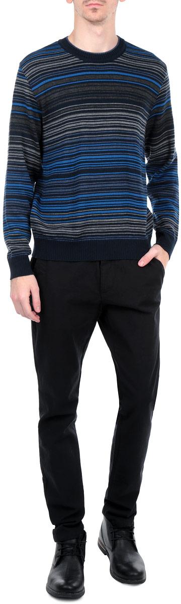 ДжемперW15-21102Мужской вязаный джемпер Finn Flare необычайно мягкий и приятный на ощупь, не сковывает движения, обеспечивая наибольший комфорт. Джемпер с круглым вырезом горловины и длинными рукавами идеально гармонирует с любыми предметами одежды и будет уместен и на отдых, и на работу. Низ и манжеты изделия связаны мелкой резинкой, препятствующей проникновению холодного воздуха. Такой замечательный джемпер - базовая вещь в гардеробе современного мужчины, желающего выглядеть элегантно каждый день!