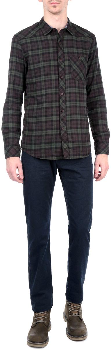 Брюки мужские. 6403408.00.106403408.00.10_6724Стильные мужские брюки Tom Tailor - брюки высочайшего качества на каждый день, которые прекрасно сидят. Модель зауженного к низу кроя и средней посадки изготовлена из высококачественного материала. Застегиваются брюки на пуговицу в поясе и ширинку на молнии, имеются шлевки для ремня. Спереди модель оформлены двумя втачными карманами и одним небольшим секретным кармашком, а сзади - двумя накладными карманами. Эти модные и в тоже время комфортные брюки послужат отличным дополнением к вашему гардеробу. В них вы всегда будете чувствовать себя уютно и комфортно.