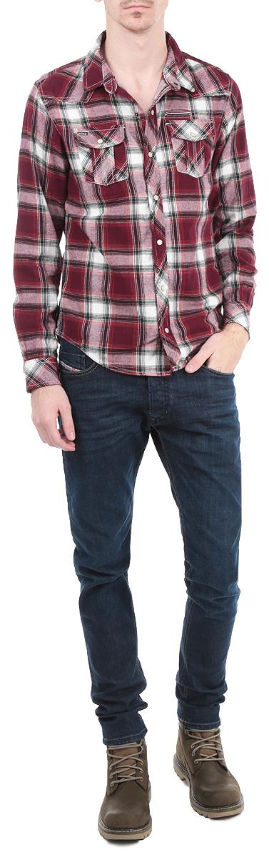 РубашкаDark/BLUEСтильная мужская рубашка MeZaGuZ, выполненная из высококачественного плотного хлопкового материала, обладает высокой теплопроводностью, воздухопроницаемостью и гигроскопичностью. Рубашка прямого кроя с длинными рукавами, полукруглым низом и отложным воротником застегивается на кнопки. Модель оформлена принтом в клетку. На груди изделие дополнено двумя накладными карманами с клапанами на кнопках и небольшим прорезным кармашком. Такая рубашка будет дарить вам комфорт в течение всего дня и послужит замечательным дополнением к вашему гардеробу.