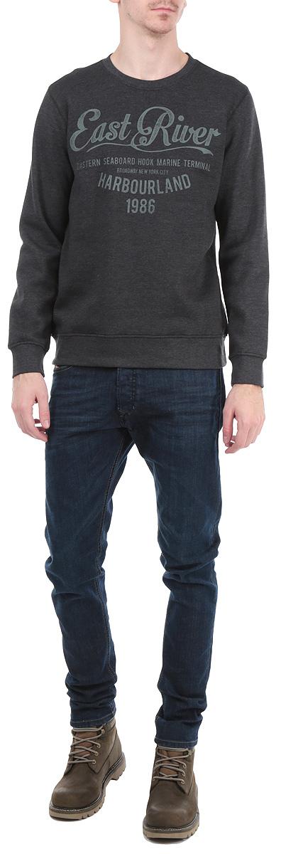 Свитшот мужской. B615504B615504_GREY MELANGEСтильный мужской свитшот Baon, выполненный из хлопка с добавлением полиэстера, обладает высокой теплопроводностью, воздухопроницаемостью и гигроскопичностью, позволяет коже дышать. Внутренняя сторона невероятно мягкая и приятная на ощупь. Модель с круглым вырезом горловины и длинными рукавами оформлена принтовыми надписями. Манжеты и низ изделия отделаны широкой трикотажной резинкой. Такой свитшот будет дарить вам комфорт в течение всего дня и послужит замечательным дополнением к вашему гардеробу.
