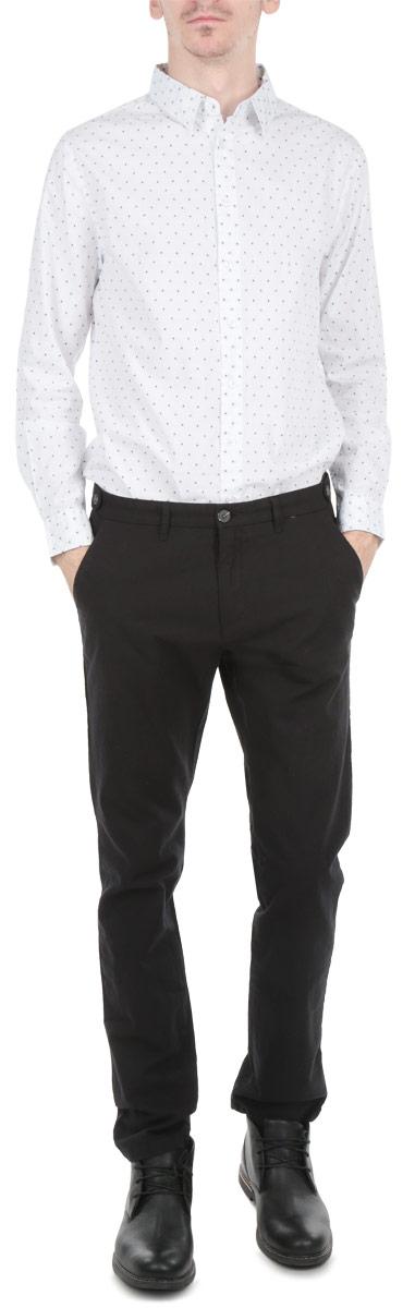 РубашкаB665506Стильная мужская рубашка Baon, выполненная из натурального хлопка, обладает высокой теплопроводностью, воздухопроницаемостью и гигроскопичностью, позволяет коже дышать, тем самым обеспечивая наибольший комфорт при носке даже самым жарким летом. Модель с длинными рукавами, отложным воротником и полукруглым низом застегивается на пуговицы. Манжеты также застегиваются на пуговицы. Рубашка оформлена узором в мелкий горох. Внизу планки с пуговицами расположена скрытая нашивка с логотипом бренда. Такая рубашка будет дарить вам комфорт в течение всего дня и послужит замечательным дополнением к вашему гардеробу.