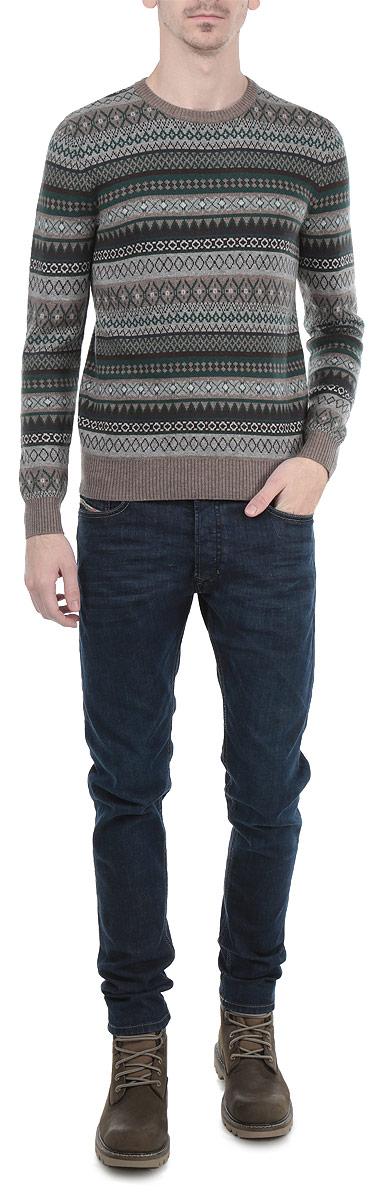 ДжемперB635518Мужской вязаный джемпер Baon необычайно мягкий и приятный на ощупь, не сковывает движения, обеспечивая наибольший комфорт. Джемпер с круглым вырезом горловины и длинными рукавами идеально гармонирует с любыми предметами одежды и будет уместен и на отдых, и на работу. Низ и манжеты изделия связаны мелкой резинкой. Такой замечательный джемпер - базовая вещь в гардеробе современного мужчины, желающего выглядеть элегантно и стильно каждый день!