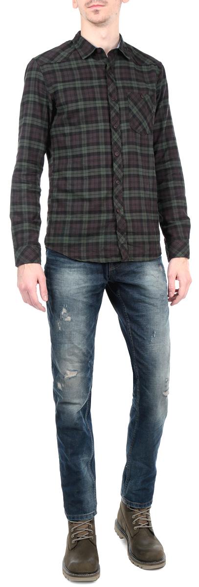 Джинсы мужские. 6203532.00.126203532.00.12_1055Стильные мужские джинсы Tom Tailor Denim - джинсы высочайшего качества на каждый день, которые прекрасно сидят. Модель зауженного к низу кроя и средней посадки изготовлена из высококачественного материала. Изделие оформлено контрастной отстрочкой. Застегиваются джинсы на пуговицу в поясе и ширинку на пуговицах, имеются шлевки для ремня. Спереди модель оформлены двумя втачными карманами и одним небольшим секретным кармашком, а сзади - двумя накладными карманами. Эти модные и в тоже время комфортные джинсы послужат отличным дополнением к вашему гардеробу. В них вы всегда будете чувствовать себя уютно и комфортно.