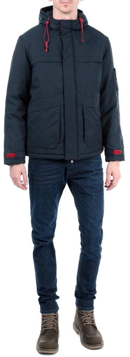 B535523_DEEP NAVYСтильная мужская куртка Baon, выполненная из высококачественных материалов, обеспечит максимальный комфорт при различных погодных условиях. Изделие с несъемным капюшоном и длинными рукавами застегивается на пластиковую застежку-молнию и дополнительно ветрозащитной планкой на кнопки и липучки. Спереди модель дополнена двумя прорезными карманами на молнии и двумя нашивными карманами. На внутренней стороне модель дополнена одним втачным карманом. Манжеты и низ изделия дополнены хлястиками на липучках для регулировки обхвата. Капюшон и низ изделия дополнены внутренней эластичной резинкой на стопперах. На правом рукаве имеется нашивной карман с клапаном на липучке. Эта стильная куртка послужит отличным дополнением к вашему гардеробу!