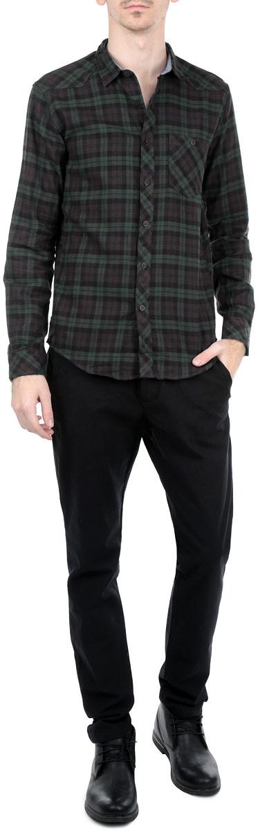 Рубашка мужская. 2030506.00.12 - Tom Tailor2030506.00.12_6758Стильная мужская рубашка Tom Tailor, выполненная из натурального хлопка, обладает высокой теплопроводностью, воздухопроницаемостью и гигроскопичностью, позволяет коже дышать, тем самым обеспечивая наибольший комфорт при носке даже самым жарким летом. Модель с длинными рукавами, отложным воротником и полукруглым низом застегивается на пуговицы. Манжеты также застегиваются на пуговицы. Рубашка оформлена клетчатым принтом. На груди расположен накладной карман на пуговице. Такая рубашка будет дарить вам комфорт в течение всего дня и послужит замечательным дополнением к вашему гардеробу.