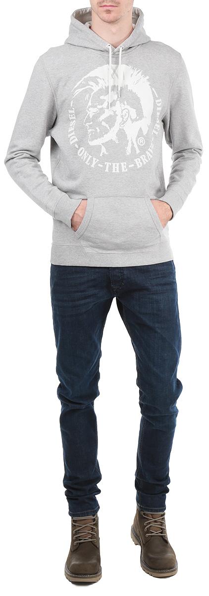 Толстовка мужская. 00SFEV-0IAEG00SFEV-0IAEG/81EСтильная толстовка Diesel, изготовленная из высококачественного хлопкового материала, необычайно мягкая и приятная на ощупь, не сковывает движения, обеспечивая наибольший комфорт. Толстовка с капюшоном на кулиске спереди имеет вместительный карман кенгуру. На груди модель оформлена оригинальным принтом и надписями. Толстовка имеет широкую мягкую резинку по низу, что предотвращает проникновение холодного воздуха, и длинные рукава с широкими эластичными манжетами, не стягивающими запястья. Эта модная и в тоже время комфортная толстовка отличный вариант как для активного отдыха, так и для занятий спортом!