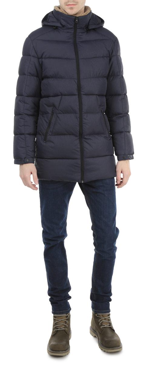 Куртка мужская. AL-2663AL-2663Стильная удлиненная мужская куртка Grishko с текстильными вставками, выполненная из высококачественных материалов, обеспечит максимальный комфорт при различных погодных условиях. Изделие прямого покроя со съемным капюшоном и длинными рукавами застегивается на пластиковую застежку-молнию по всей длине. Спереди модель дополнена двумя втачными карманами на молнии. На внутренней стороне модель дополнена одним втачным карманом на молнии. Теплый ворсинистый воротник выполнен из полиэстера. Рукава изделия дополнены хлястиками на металлических кнопках. Капюшон дополнен внутренней эластичной резинкой на стопперах. Эта стильная куртка послужит отличным дополнением к вашему гардеробу!