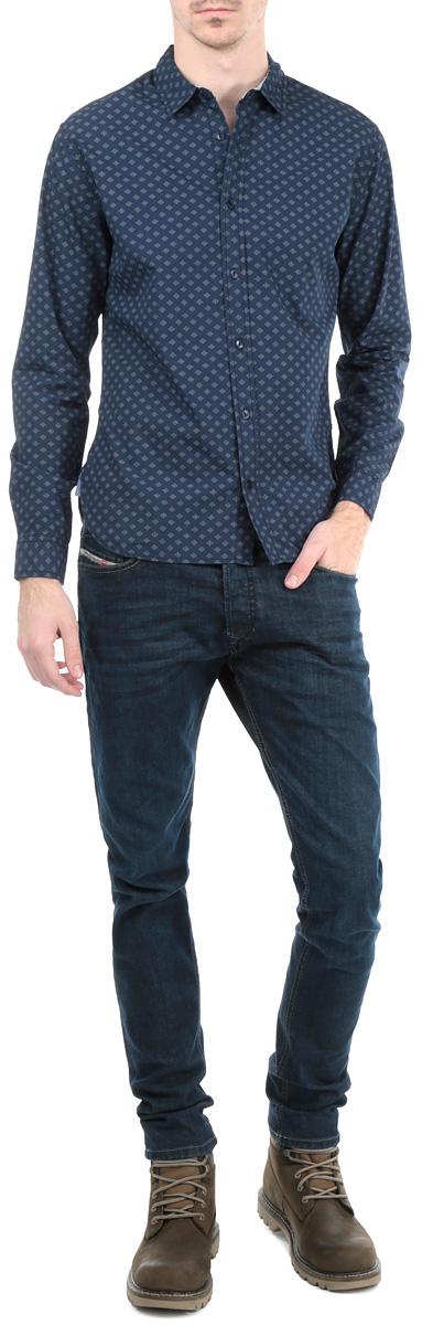 Рубашка мужская. B665521B665521Великолепная рубашка Baon с длинными рукавами, отложным воротником застегивается на пуговицы. Изделие приятное на ощупь, не сковывает движения, обеспечивая наибольший комфорт. Рубашка, выполненная из хлопка, обладает высокой воздухопроницаемостью и гигроскопичностью, позволяет коже дышать. Манжеты рукавов застегиваются на пуговицы. Модель оформлена сдержанным узором. Локтевая зона дополнена тканевыми накладками. Потрясающая рубашка Baon послужит замечательным дополнением к вашему гардеробу.