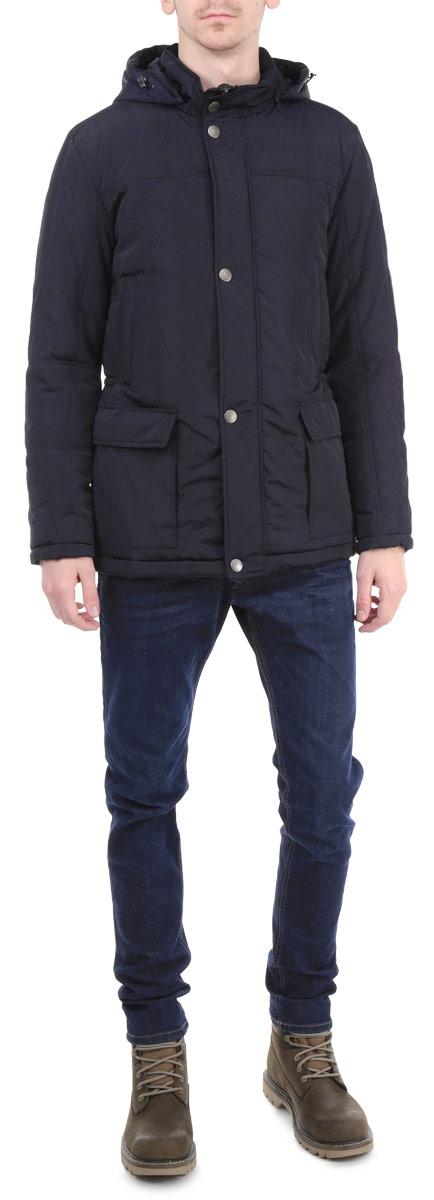 КурткаAL-2650Стильная мужская куртка Grishko с наполнителем из холлофайбера отлично подойдет для холодных дней. Холлофайбер – утеплитель, который отличается повышенной теплоизоляцией, антибактериальными свойствами, долговечностью в использовании, и необычайно легок в носке и уходе. Модель прямого кроя с длинными рукавами и воротником-стойкой застегивается на молнию и оснащена ветрозащитным клапаном на кнопках. Изделие дополнено двумя втачными карманами на кнопках и двумя накладными карманами спереди, двумя внутренними карманами на кнопках и кармашком для мобильного телефона на липучке. Также куртка имеет съемный капюшон на молнии, его объем регулируется при помощи шнурка-кулиски. На талии куртка затягивается на шнурок-кулиску. Эта модная и в то же время комфортная куртка согреет вас в любые морозы и отлично подойдет как для прогулок, так и для занятия спортом.