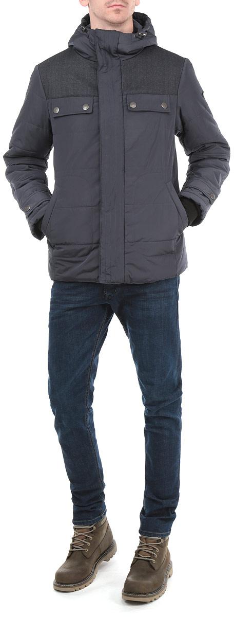 AL-2657Стильная мужская куртка Grishko с текстильными вставками, выполненная из высококачественных материалов, обеспечит максимальный комфорт при различных погодных условиях. Изделие с несъемным капюшоном и длинными рукавами застегивается на пластиковую застежку-молнию и дополнительно ветрозащитной планкой на металлические кнопки. Спереди модель дополнена четырьмя прорезными карманами на кнопках. На внутренней стороне модель дополнена одним втачным и одним нашивным карманом на кнопке. Горловина и рукава изделия дополнены текстильными резинками. Капюшон дополнен внутренней эластичной резинкой на стопперах. На манжетах имеются хлястика на кнопках. Эта стильная куртка послужит отличным дополнением к вашему гардеробу!