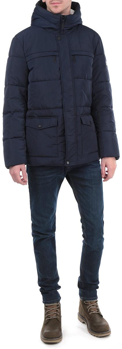Куртка мужская. W15-21007W15-21007Стильная мужская куртка Finn Flare подчеркнет вашу индивидуальность и обеспечит защиту от всевозможных погодных условий. Куртка с несъемным капюшоном и длинными рукавами застегивается на пластиковую застежку-молнию и дополнительно имеет внешнюю ветрозащитную планку на металлических кнопках. Капюшон выполнен с подкладкой из мягкого флиса и по краю дополнен скрытой трикотажной эластичной резинкой со специальными фиксаторами. Спереди модель дополнена двумя прорезными карманами на застежках-молниях и двумя нашивными карманами на кнопках. С изнаночной стороны имеется прорезной карман на застежке-молнии и два кармана на пуговицах. Рукава изделия дополнены трикотажными манжетами, препятствующими проникновению холодного воздуха. Низ изделия дополнен внутренней эластичной резинкой на стопперах. Эта теплая куртка послужит отличным дополнением к вашему гардеробу!