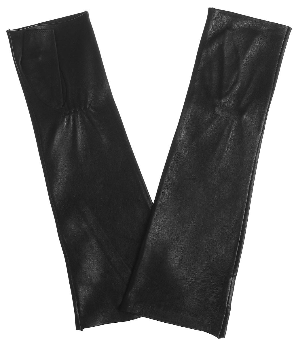 Митенки2.48-1 blackЛаконичные митенки Fabretti изготовлены из гладкой, невероятно мягкой натуральной кожи. Тыльная сторона дополнена резинкой для оптимальной посадки модели на руке. Изначально длинные перчатки, выше локтя, с открытыми пальцами когда-то ласково называли на французский манер - митени, но нам они более известны как митенки. Митенки и сегодня не утратили своей актуальности. Удобный, стильный и красивый аксессуар идеально подойдет для прохладной осенне-весенней погоды, согреет вас и станет блестящим дополнением оригинального образа!