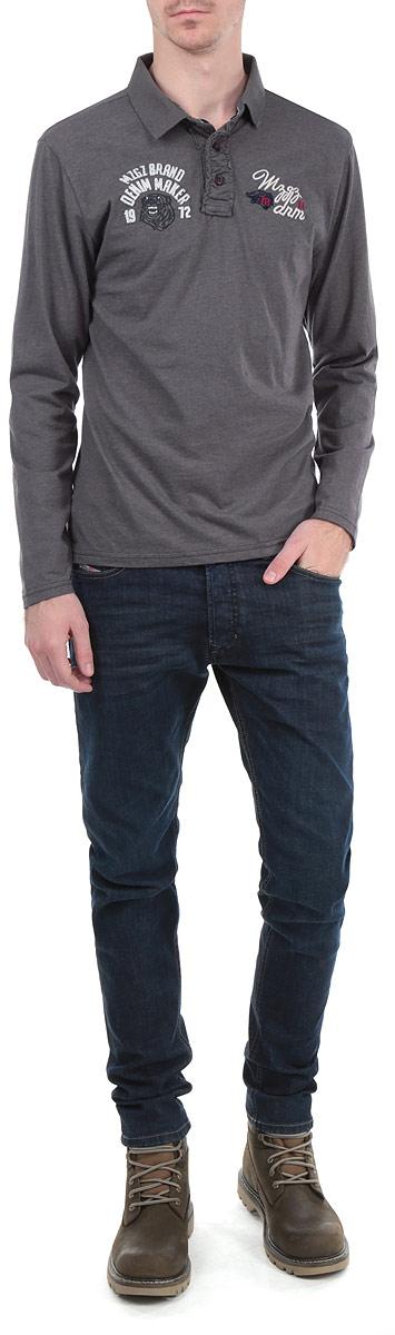 Popular/DARKNAVYСтильная мужская футболка-поло MeZaGuZ, выполненная из высококачественного материала, обладает высокой теплопроводностью, воздухопроницаемостью и гигроскопичностью, позволяет коже дышать. Модель с длинными рукавами и отложным воротником сверху застегивается на три пуговицы. На груди изделие оформлено нашивками и вышитыми надписями. Классический покрой, лаконичный дизайн, безукоризненное качество. В такой футболке вы будете чувствовать себя уверенно и комфортно.