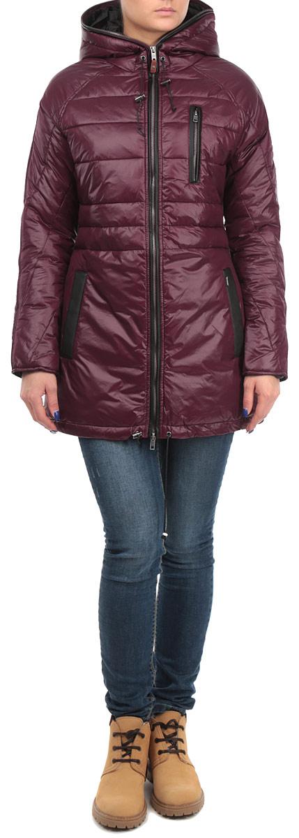 60101955 366Удобная женская куртка Broadway согреет вас в прохладную погоду. Модель с длинными рукавами и капюшоном застегивается на застежку-молнию, которая продолжается по краю капюшона, и имеет наполнитель из синтепона. Объем капюшона и низа куртки регулируется при помощи шнурков-кулисок со стопперами. Куртка дополнена двумя открытыми втачными карманами и одним втачным карманом на молнии спереди. Изделие оформлено стеганым узором. Эта модная и в то же время комфортная куртка - отличный вариант для прогулок и занятия спортом, она подчеркнет ваш изысканный вкус и поможет создать неповторимый образ.