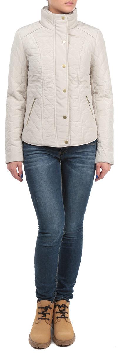 Куртка женская. SCONYLETTYSCONYLETTY ED/BLU149Удобная женская куртка Tally Weijl согреет вас в прохладную погоду. Модель с длинными рукавами и воротником-стойкой выполнена из прочного полиэстера, застегивается на застежку-молнию и имеет ветрозащитный клапан на кнопках. Воротник изнутри дополнен мягким искусственным мехом. Наполнитель из 100% синтепона обеспечит надежное сохранение тепла и защитит от ветра. Куртка дополнена двумя втачными карманами на молниях спереди. Изделие оформлено стеганым узором. Эта модная и в то же время комфортная куртка - отличный вариант для прогулок и занятия спортом, она подчеркнет ваш изысканный вкус и поможет создать неповторимый образ.