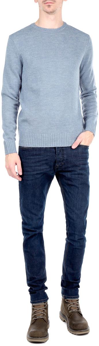 Джинсы мужские. 00CKRI-0845B00CKRI-0845B/01Стильные мужские джинсы Diesel - джинсы высочайшего качества, которые прекрасно сидят. Модель слегка зауженного кроя и средней посадки изготовлена из высококачественного плотного хлопка с добавлением эластана, не сковывает движения и дарит комфорт. Застегиваются джинсы на пуговицу в поясе и ширинку на металлических пуговицах, имеются шлевки для ремня. Спереди модель дополнена двумя втачными карманами и одним секретным кармашком, а сзади - двумя накладными карманами. Джинсы оформлены контрастной отстрочкой. Эти модные и в тоже время удобные джинсы помогут вам создать оригинальный современный образ. В них вы всегда будете чувствовать себя уверенно и комфортно.