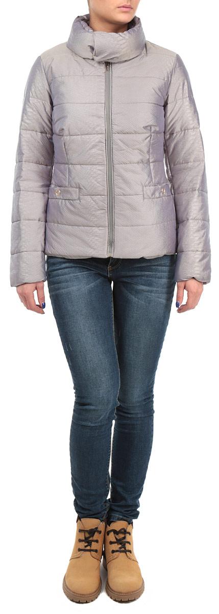 B035543_CEMENTСтильная женская куртка Baon, выполненная из высококачественных материалов, отлично подойдет для прохладной погоды. Модель приталенного силуэта с высоким воротником-стойкой и длинными рукавами застегивается на застежку-молнию, воротник - на металлические кнопки. Воротник при желании можно отстегнуть. Спереди модель дополнена двумя прорезными карманами на кнопках. Эта модная куртка послужит отличным дополнением к вашему гардеробу.