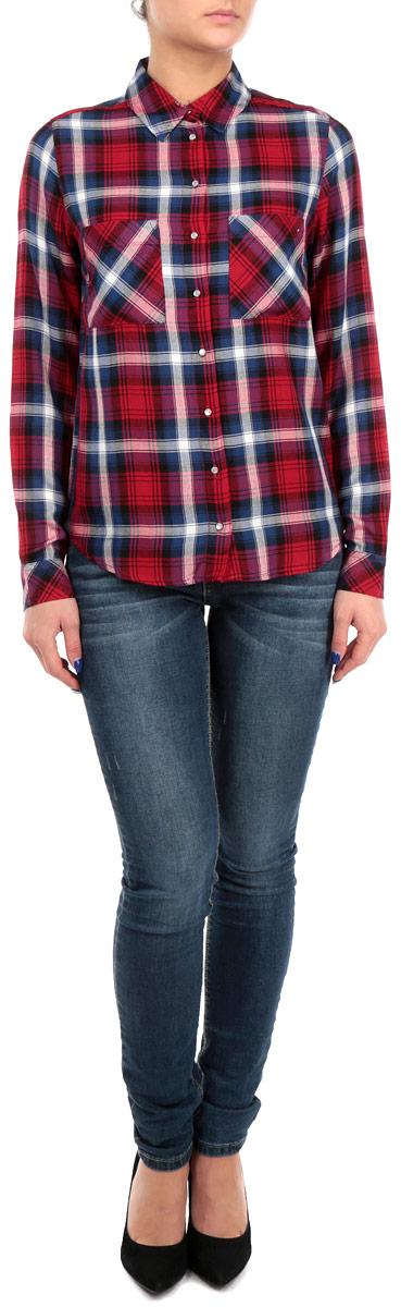 РубашкаSBLVICAROLO 441C/REDGRN005Стильная женская клетчатая рубашка Tally Weijl, выполненная из мягкой вискозы, обладает высокой теплопроводностью, воздухопроницаемостью и гигроскопичностью, позволяет коже дышать, тем самым обеспечивая наибольший комфорт при носке. Рубашка с длинными рукавами, отложным воротником и полукруглым низом застегивается на пластиковые перламутровые пуговицы. На груди модель дополнена двумя накладными карманами. Такая рубашка будет дарить вам комфорт в течение всего дня и послужит замечательным дополнением к вашему гардеробу.