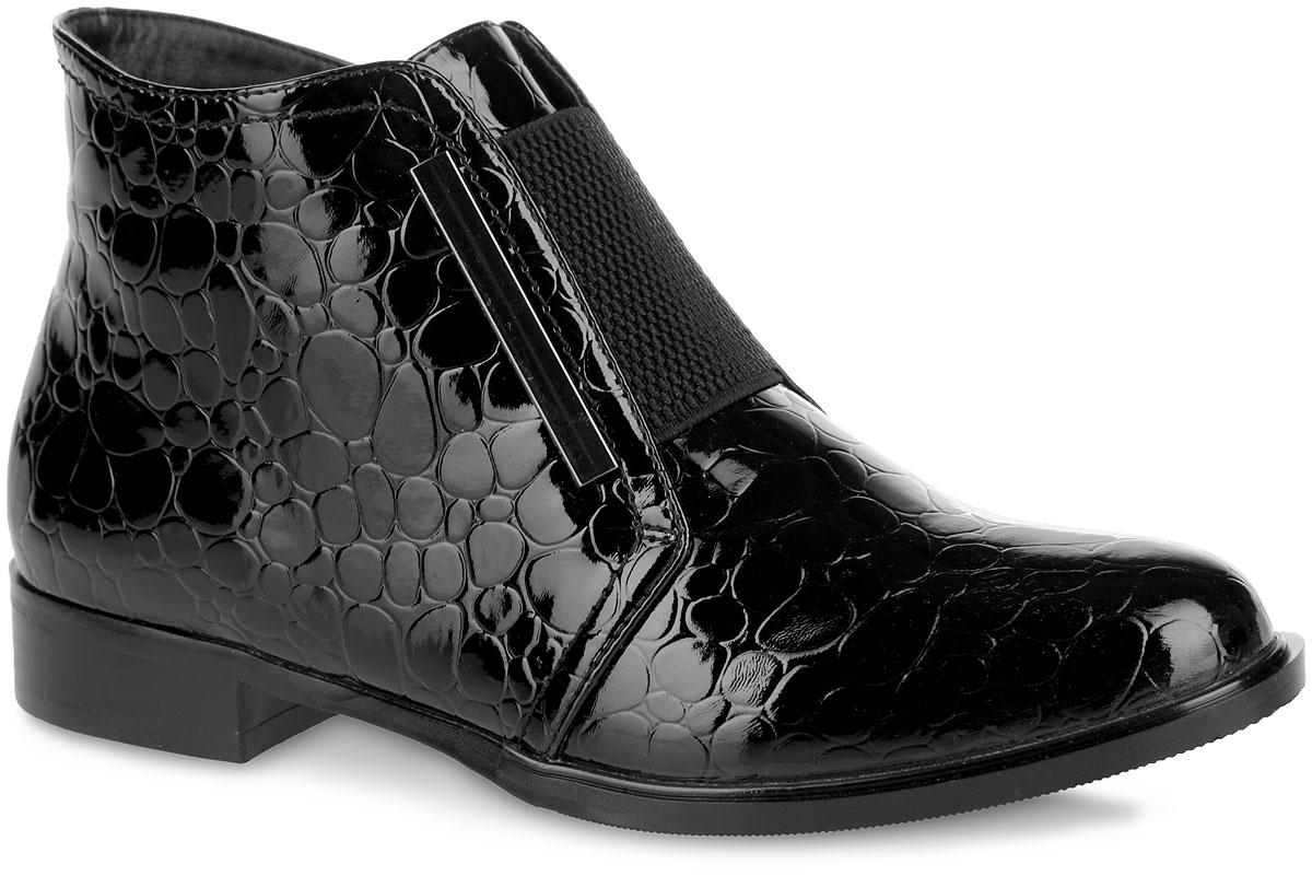 Ботинки женские. 958758/01-01958758/01-01Стильные женские ботинки от Betsy покорят вас с первого взгляда. Модель изготовлена из искусственной лакированной кожи с декоративным тиснением под рептилию. Подъем изделия оформлен стрейчевой вставкой, берцы украшены металлическими пластинами. Застежка-молния, расположенная сбоку, прочно зафиксирует обувь на вашей ноге. Мягкая стелька дополнена нашивкой с названием бренда. Ботинки оснащены невысоким устойчивым каблуком. Подошва и каблук с противоскользящим рифлением обеспечивают отличное сцепление с поверхностью. Элегантные ботинки - незаменимая вещь в гардеробе истинной модницы.