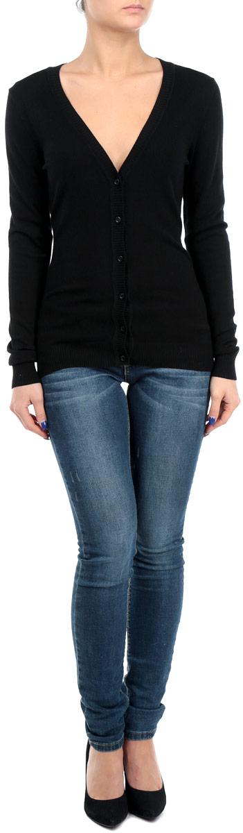 Кардиган женский. B145701B145701Классический женский кардиган Baon с V-образным вырезом будет гармонично смотреться в сочетании как с джинсами, так и с брюками. Выполнен из вискозы с добавлением полиамида, мягкий и приятный на ощупь. Застегивается на пуговицы по всей длине изделия. Манжеты, горловина, планка с пуговицами и линия низа оформлены резинкой, что предотвращает деформацию при носке. В нем вы будете чувствовать себя уютно в прохладное время года.