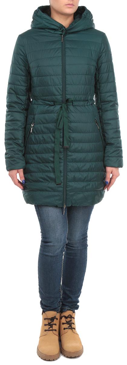 Куртка женская. B035518B035518_DARK NAVYСтильная женская куртка Baon отлично подойдет для прохладной погоды. Модель приталенного силуэта с несъемным капюшоном и длинными рукавами застегивается на застежку-молнию по всей длине, в области шеи - на две металлические кнопки. Манжеты изделия дополнены эластичными резинками, препятствующими проникновению холодного воздуха. По линии талии модель дополнена вшитым текстильным поясом. Спереди модель дополнена двумя прорезными карманами на молнии. Эта модная куртка послужит отличным дополнением к вашему гардеробу.