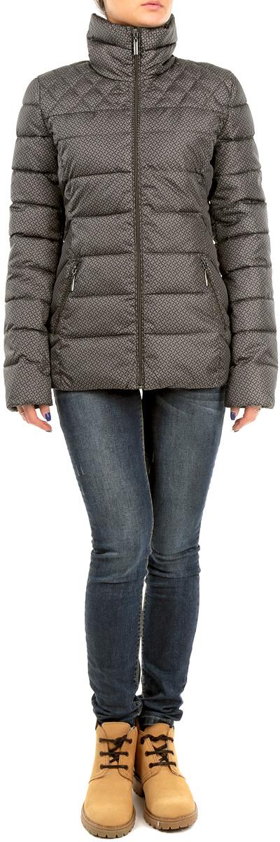 КурткаB035557_FLINT PRINTEDСтильная женская куртка Baon, выполненная из высококачественных материалов, обеспечит максимальный комфорт при различных погодных условиях. Изделие приталенного силуэта с воротником-стойкой и длинными рукавами застегивается на пластиковую застежку-молнию по всей длине. Спереди модель дополнена двумя прорезными карманами. Модель оформлена эффектной стежкой и оригинальным узорчатымпринтом. Эта яркая куртка послужит отличным дополнением к вашему гардеробу!