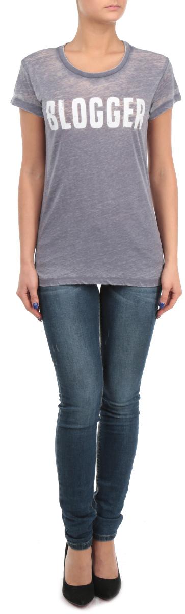 Футболка60100850_800Стильная женская футболка Broadway, выполненная из хлопка с добавлением полиэстера, обладает высокой воздухопроницаемостью и гигроскопичностью, позволяет коже дышать. Модель с короткими рукавами и круглым вырезом горловины на груди декорирована надписью Blogger. Эта футболка - идеальный вариант для создания эффектного образа.