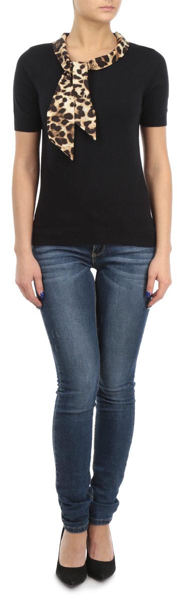 ДжемперB135518Оригинальный женский джемпер Baon, изготовленный из высококачественной пряжи, мягкий и приятный на ощупь, не сковывает движений и обеспечивает наибольший комфорт. Модель с круглым вырезом горловины и короткими рукавами великолепно подойдет для создания современного образа в стиле Casual. Джемпер украшен декоративным элементом по вырезу горловины, который оформлен красочным принтом в виде пятен леопарда. Этот джемпер послужит отличным дополнением к вашему гардеробу. В нем вы всегда будете чувствовать себя уютно и комфортно в прохладную погоду.