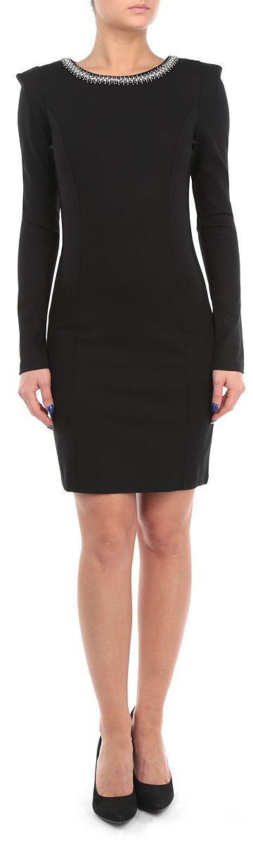 ПлатьеB455510Элегантное платье Baon изготовлено из высококачественной эластичной вискозы с добавлением полиамида, гладкой и приятной на ощупь. Такое платье приятно к телу, обеспечит вам комфорт и удобство при носке. Модель с круглым вырезом горловины и длинными рукавами выгодно подчеркнет все достоинства вашей фигуры благодаря приталенному силуэту. Платье оформлено вышивкой стразами и блестящими бусинами по горловине, застегивается на застежку-молнию на спинке. Изысканное платье-миди создаст обворожительный и неповторимый образ. Это модное и удобное платье станет превосходным дополнением к вашему гардеробу, оно подарит вам удобство и поможет вам подчеркнуть свой вкус и неповторимый стиль.
