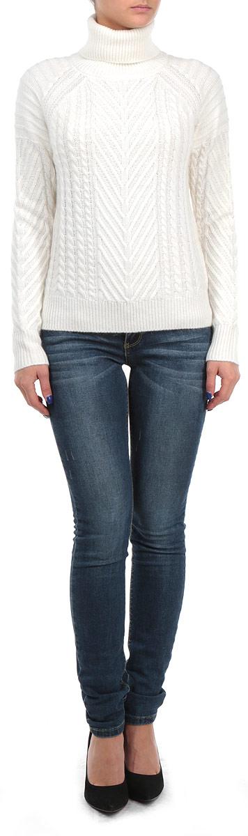 СвитерB135552Оригинальный женский свитер Baon, изготовленный из высококачественной комбинированной пряжи, мягкий и приятный на ощупь, не сковывает движений и обеспечивает наибольший комфорт. Модель свободного кроя с воротником-гольф и длинными рукавами-реглан великолепно подойдет для создания современного образа в стиле Casual. Свитер украшен объемным вязаным узором в виде косичек. Этот свитер послужит отличным дополнением к вашему гардеробу. В нем вы всегда будете чувствовать себя уютно и комфортно в прохладную погоду.