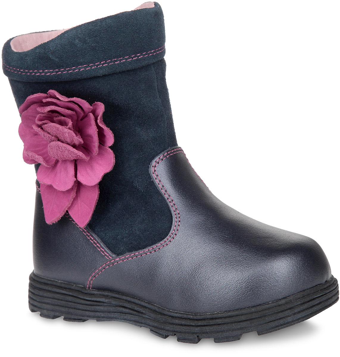 Сапоги для девочки. XC4887XC4887Очаровательные сапоги от Flamingo придутся по душе маленькой моднице! Модель изготовлена из натуральной замши и натуральной кожи. Обувь оформлена контрастной прострочкой, на голенище - аппликацией в виде объемного цветка. Сапоги застегиваются на удобную застежку-молнию, расположенную на одной из боковых сторон. Подкладка и стелька, исполненные из натурального меха, сохранят ножки в тепле. Подошва с протектором гарантирует идеальное сцепление на любой поверхности. Стильные и удобные сапоги займут достойное место в гардеробе вашего ребенка.