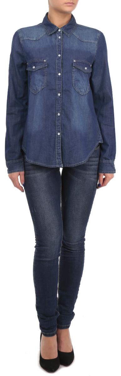 РубашкаSBLCOALEXA EHBL/BLU013Женская рубашка Tally Weijl, выполненная из высококачественного 100% хлопка, обладает высокой теплопроводностью, воздухопроницаемостью и гигроскопичностью, позволяет коже дышать, тем самым обеспечивая наибольший комфорт при носке. Модель классического кроя с отложным воротником застегивается на перламутровые металлические клепки. Длинные рукава рубашки дополнены манжетами на клепках. На груди расположены два накладных кармана, закрывающиеся клапанами на клепках. При желании рукава можно подвернуть до локтя и зафиксировать при помощи хлястика на пуговку. Низ рубашки актуальной закругленной формы. Такая рубашка подчеркнет ваш вкус и поможет создать великолепный стильный образ.