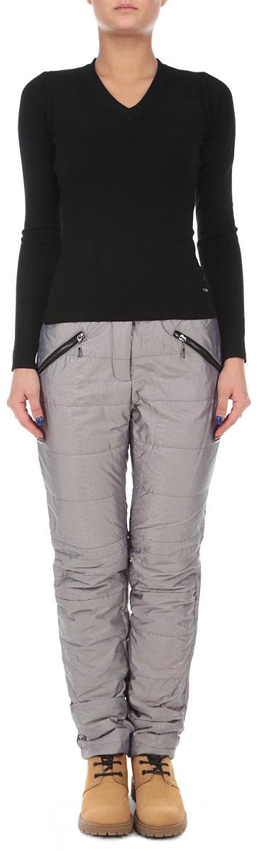 Брюки утепленные женские. B295518B295518Стильные и теплые женские брюки Baon, выполненные из высококачественного материала и утепленные синтепоном, великолепно дополнят ваш образ и позволят подчеркнуть свой неповторимый стиль. Модель стандартной посадки и прямого кроя застегивается на ширинку на застежке-молнии, а также две кнопки и крючок на поясе. Брюки оформлены тиснением под рептилию. Изделие дополнено двумя втачными карманами на молниях спереди, на поясе имеются шлевки для ремня. Эти модные и в тоже время комфортные брюки послужат отличным дополнением к вашему гардеробу и подойдут для прогулок и занятия спортом в холодное время года. В них вы всегда будете чувствовать себя уютно и уверенно.