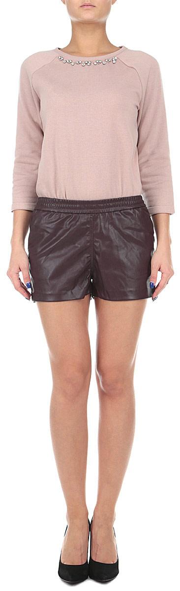 Шорты женские. 1015382010153820 393Оригинальные женские шорты Broadway выполнены из высококачественного полиуретана с добавлением полиэстера, плотного материала, текстура которого напоминает кожу. Модель имеет широкую резинку на поясе. Спереди модель дополнена двумя втачными карманами. Стильные шорты - незаменимая вещь в гардеробе каждой современной девушки, они помогут создать современный неповторимый образ.