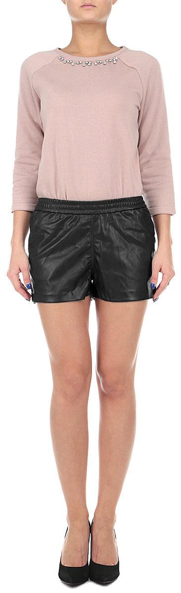 10153820 393Оригинальные женские шорты Broadway выполнены из высококачественного полиуретана с добавлением полиэстера, плотного материала, текстура которого напоминает кожу. Модель имеет широкую резинку на поясе. Спереди модель дополнена двумя втачными карманами. Стильные шорты - незаменимая вещь в гардеробе каждой современной девушки, они помогут создать современный неповторимый образ.
