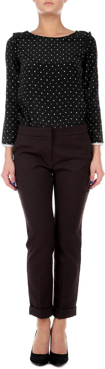 B295503Стильные укороченные женские брюки Baon, выполненные из материала высочайшего качества, отлично подойдут на каждый день. Модель зауженного кроя и стандартной посадки, застегивается на молнию и потайные крючки. Штанины заужены в нижней части и оформлены отворотами. Брюки оформлены жаккардовым рисунком. Сзади и по бокам расположены по два врезных кармана. Эти модные и в тоже время комфортные брюки послужат отличным дополнением к вашему гардеробу. В них вы всегда будете чувствовать себя уютно и уверенно.