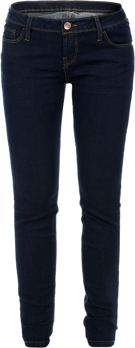 Джинсы женские. B305510B305510_DARK BLUE DENIMНезаменимая модель в гардеробе любой девушки, это стильные женские джинсы-скинни Baon. Они созданы специально для того, чтобы подчеркивать достоинства вашей фигуры. Модель зауженного кроя и средней посадки станет отличным дополнением к вашему современному образу. Джинсы застегиваются на пуговицу в поясе и ширинку на застежке-молнии. Шлевки для ремня слегка удлинены. Джинсы имеют классический пятикарманный крой: спереди модель дополнена двумя втачными карманами с закругленным срезом и одним маленьким накладным кармашком, а сзади - двумя накладными карманами. Изделие оформлено контрастной отстрочкой. Эти модные и в тоже время комфортные джинсы послужат отличным дополнением к вашему гардеробу. Такую вещь можно надеть в любой ситуации: на прогулку или на вечеринку, на свидание или на работу.