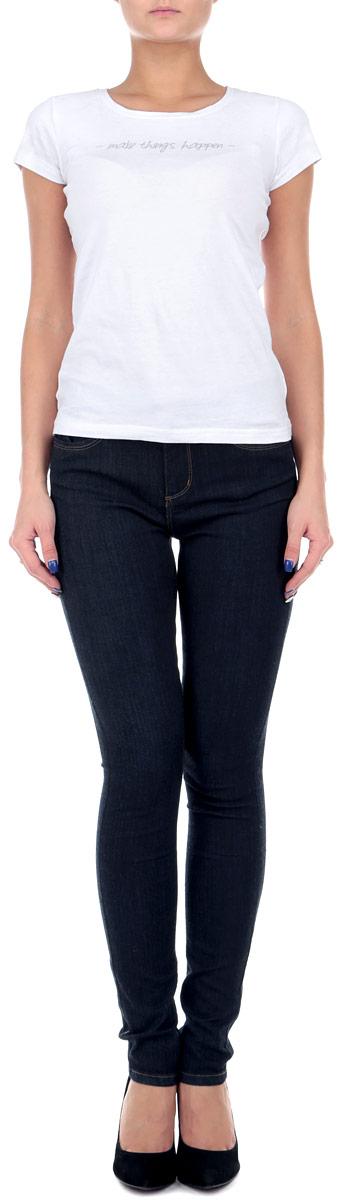 Джинсы женские. SPADEGAGAMR2SPADEGAGAMR2 EHB/BLU035Незаменимая модель в гардеробе любой девушки, это стильные женские джинсы-скинни Tally Weijl. Они созданы специально для того, чтобы подчеркивать достоинства вашей фигуры. Модель зауженного кроя и средней посадки станет отличным дополнением к вашему современному образу. Джинсы застегиваются на пуговицу в поясе и ширинку на застежке-молнии. Шлевки для ремня слегка удлинены. Джинсы имеют классический пятикарманный крой: спереди модель дополнена двумя втачными карманами с закругленным срезом и одним маленьким накладным кармашком, а сзади - двумя накладными карманами. Изделие оформлено контрастной отстрочкой. Эти модные и в тоже время комфортные джинсы послужат отличным дополнением к вашему гардеробу. Такую вещь можно надеть в любой ситуации: на прогулку или на вечеринку, на свидание или на работу.