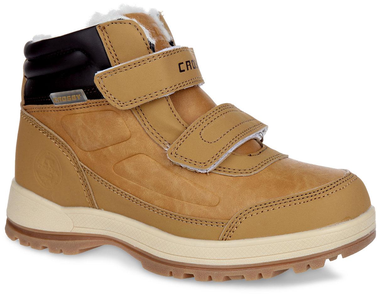 Ботинки для мальчика. 258965/01258965/01-02Стильные ботинки от Crosby покорят вашего мальчика с первого взгляда! Модель выполнена из искусственной кожи со вставками из синтетического материала. Язычок и задник оформлены фирменным тиснением. Мембрана Crosby-Tex не пропускает воду, но в тоже время позволяет ногам дышать. Застегиваются ботинки на два ремешка с липучками, расположенные на подъеме. Подкладка и стелька, выполненные на 30% из натуральной шерсти и на 70% из полиэстера, не дадут ногам вашего ребенка замерзнуть. Подошва с рельефным протектором защищает изделие от скольжения. Модные ботинки - незаменимая вещь в гардеробе каждого ребенка.