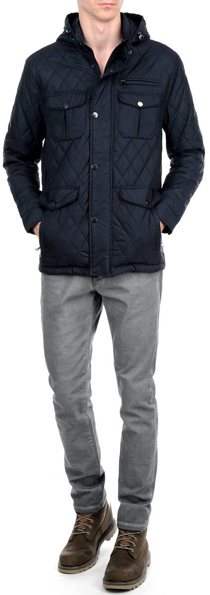 КурткаT M3005.37Стеганая мужская куртка Tom Farr, изготовленная из высококачественного материала с утеплителем из полиэстера, подтвердит ваш статус модного и эффектного мужчины. Куртка с капюшоном и воротником-стойкой застегивается на металлическую застежку-молнию и дополнительно имеет внешнюю ветрозащитную планку на металлических кнопках. По бокам она дополнена двумя большими прорезными карманами на застежках-молниях, декорированными клапанами на кнопках, а на груди - двумя накладными карманами с клапанами на кнопках и прорезным кармашком на застежке-молнии. Капюшон, регулируемый эластичной кулиской со стопперами, пристегивается к куртке при помощи молнии. Манжеты регулируются кнопками. Имеется два внутренних прорезных кармана на застежках-молниях. Такая куртка обеспечит вам не только красивый внешний вид и комфорт, но и дополнительную защиту от холода и ветра.